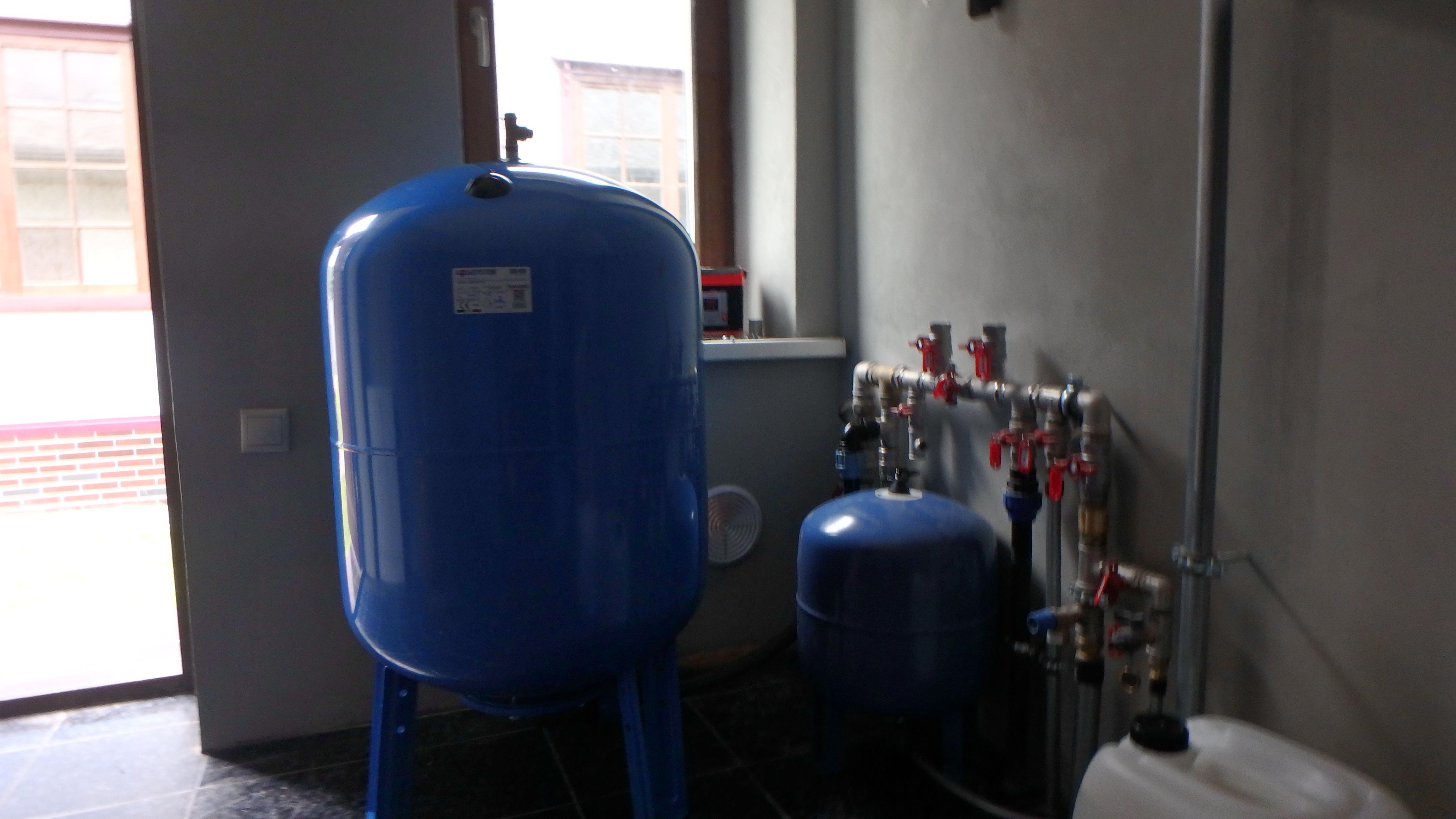 Обустройство водоснабжения частного дома из скважины